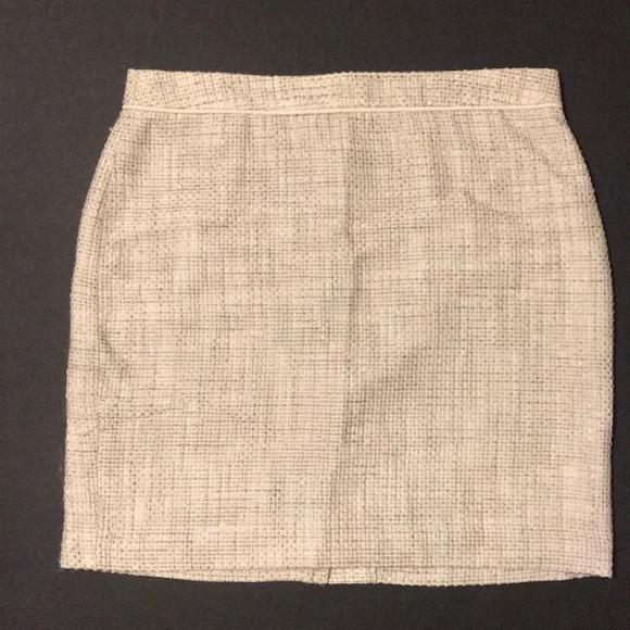 Banana Republic Dresses & Skirts - Banana Republic cream short business skirt